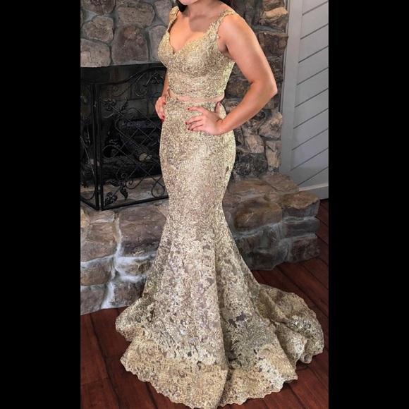 1bec509b214a Sherri Hill #51192 2 Piece Prom Gown. M_5b0fcfe250687cc875edec6f